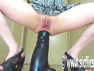 Destroying The brush Pain in the neck With respect to a Gargantuan Dildo