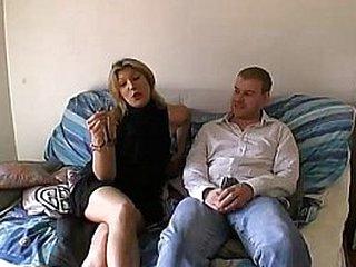 Trop de champagne elle se fait baiser et enculer !! French amateur