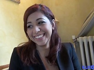 Casting de Selina, belle Marocaine souriante de 19 ans, ouvre son cul et avale [Full Video]