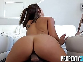 Hot babe couch surfing fuck host's big cock